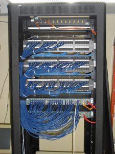 Tủ rack 10u D400 1 cánh, cánh lưới màu đen